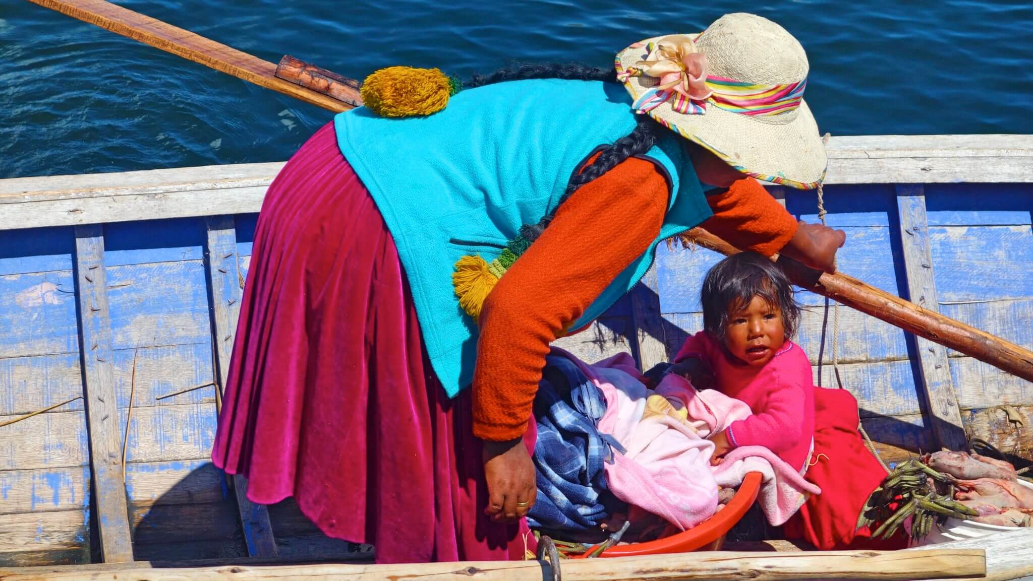 チチカカ湖(ティティカカ湖)の旅へ!原住民が住むウロス島で見たものは?!